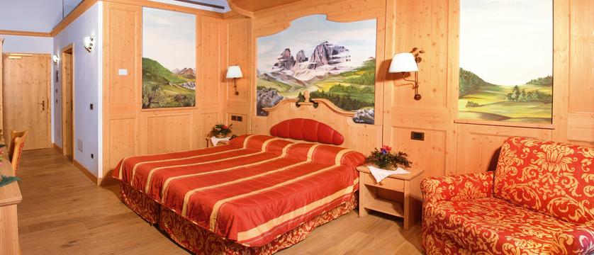 italy_dolomites_campitello_park-hotel-rubino_gold-room2.jpg